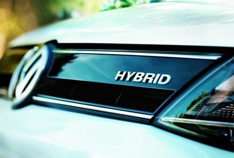 How do hybrid vehicles work?